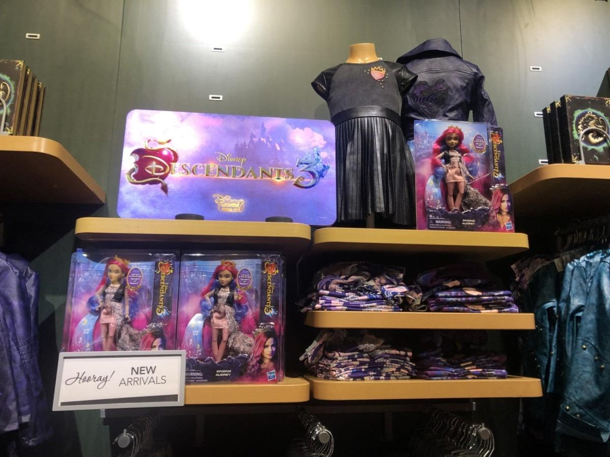 New Descendants 3 Merch at the Disney Store! #descendants3 1