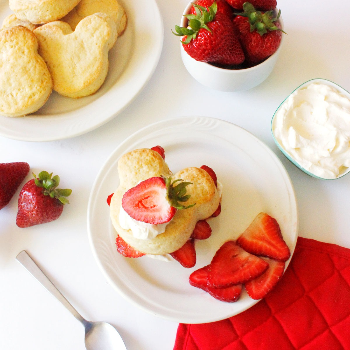 Mickey Strawberry Shortcake Summer Recipe! Make your own! #DisneyFamily 1