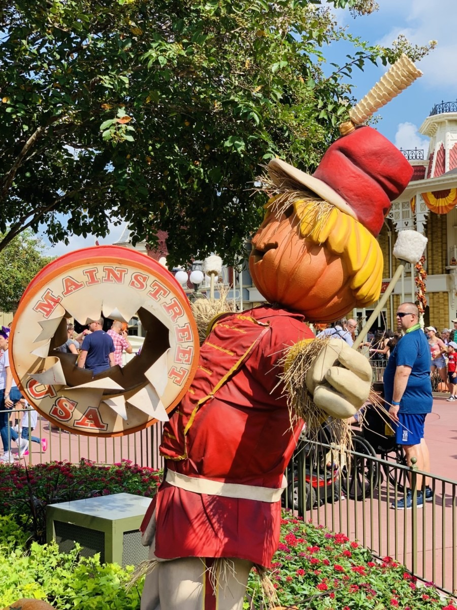 Halloween Decorations at Magic Kingdom! Boo to You! 5