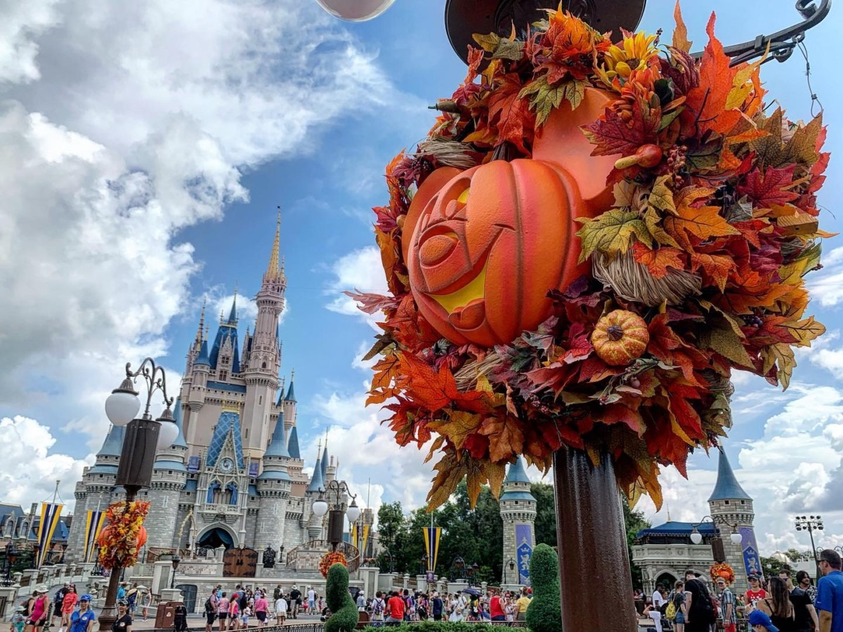 Halloween Decorations at Magic Kingdom! Boo to You! 1