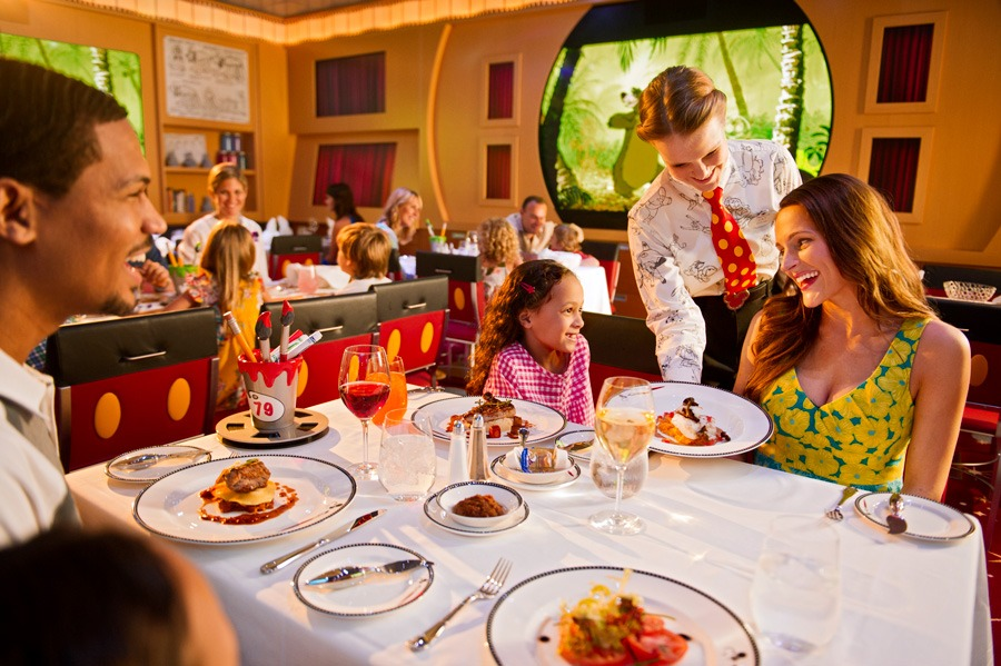 Family dinning inside a Disney Cruise