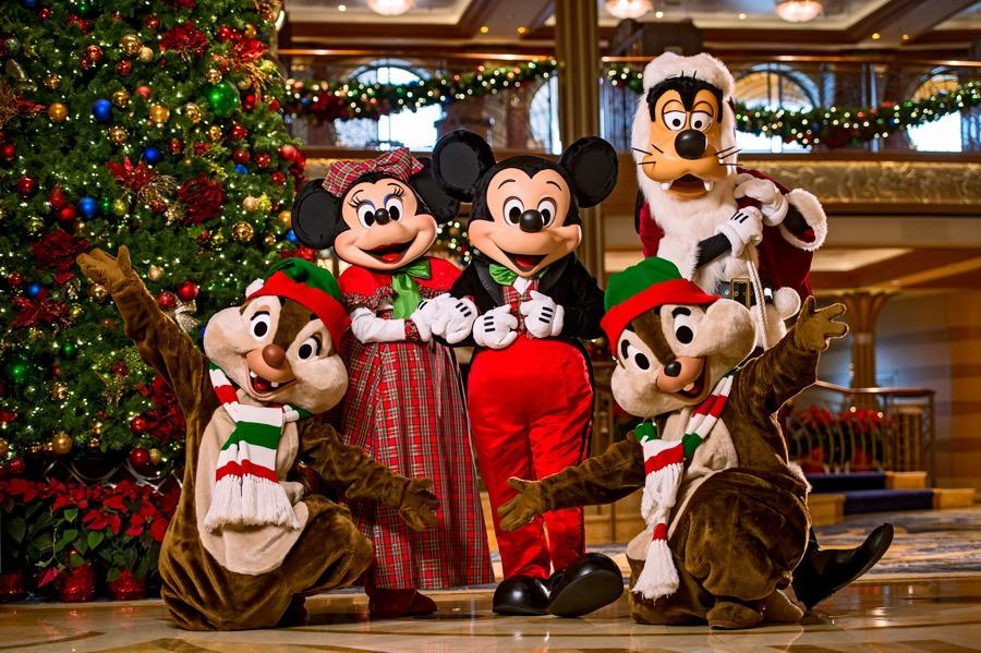 Disney characters at Disney Cruise