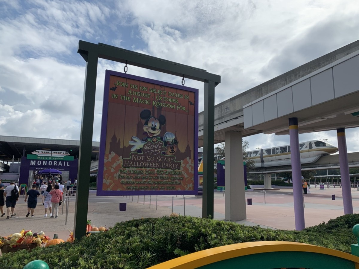 Halloween Decorations at Magic Kingdom! Boo to You! 2