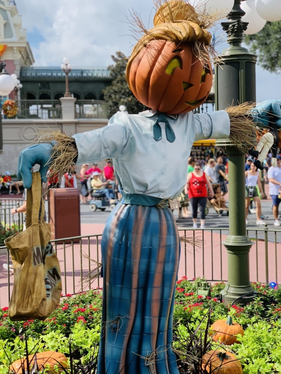 Halloween Decorations at Magic Kingdom! Boo to You! 6
