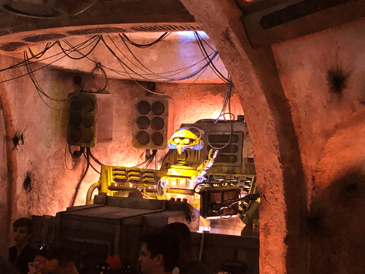 "The New ""Most Wretched Hive of Scum and Villainy"": A Review of Olga's Cantina at Star Wars: Galaxy's Edge 3"