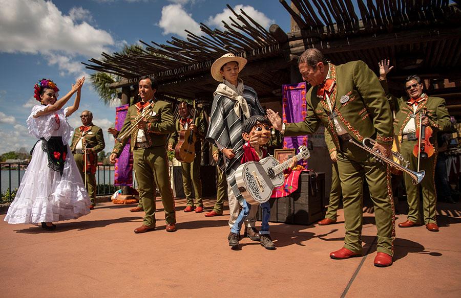 "Mariachi Cobre presenting the story of ""Coco"", Walt Disney World."