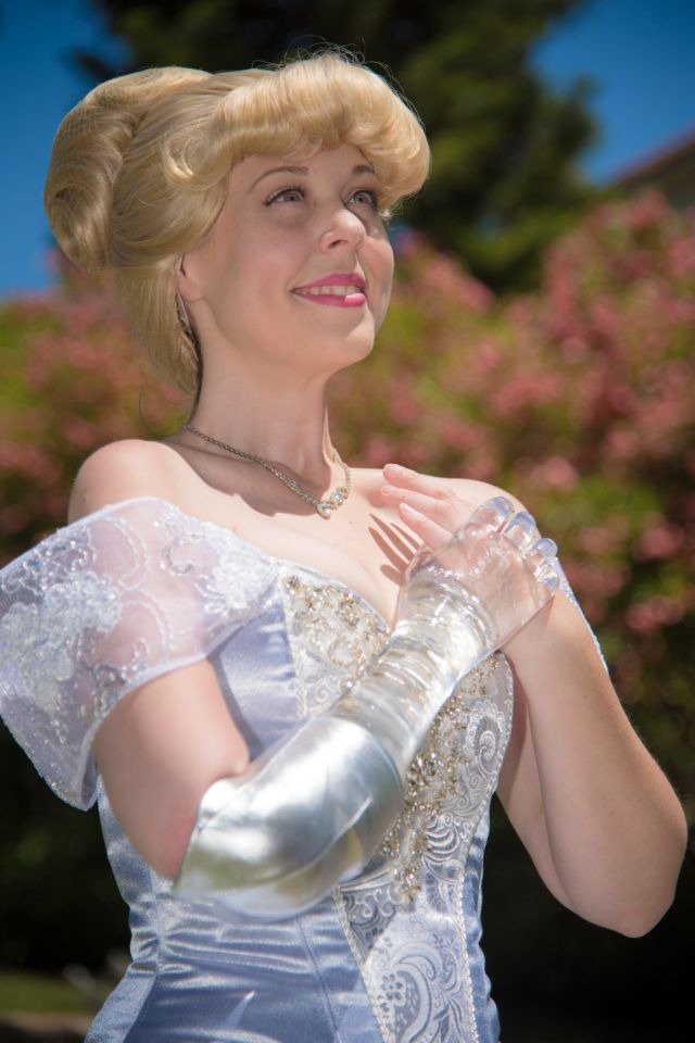 Woman With Glass Arm Dresses as Cinderella to Show Children Differences Can Be Beautiful 1