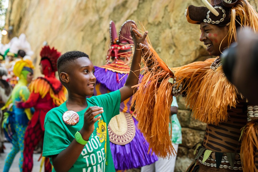 Jermaine Bell meets the cast of Festival of the Lion King at Disney's Animal Kingdom park