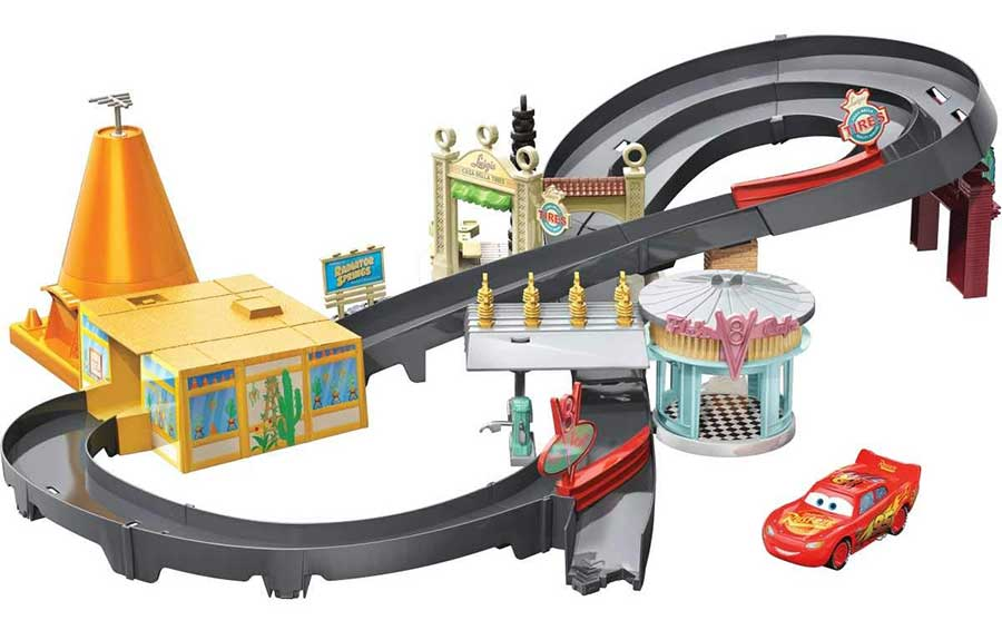 Race Around Radiator Springs Playset
