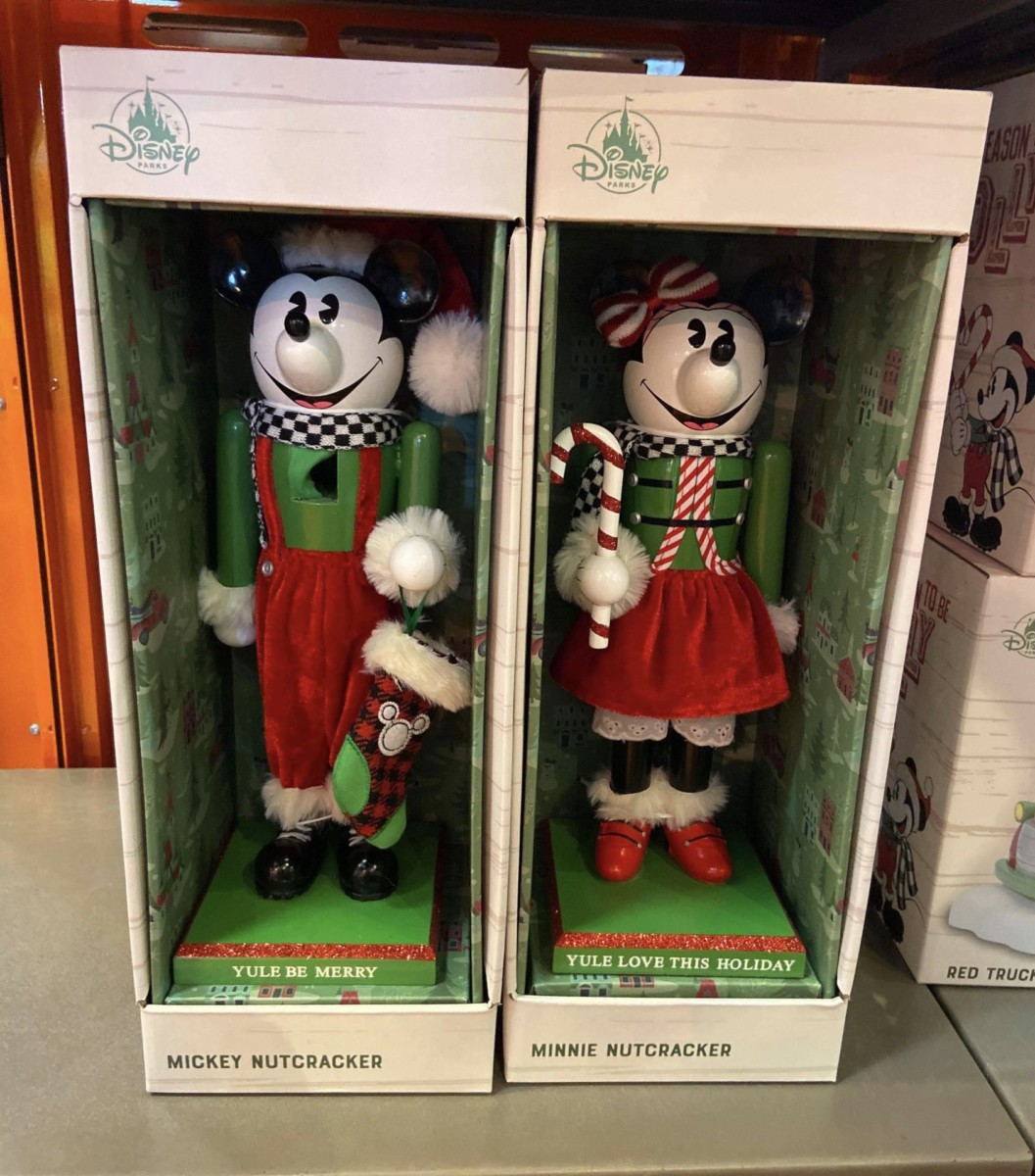Disney Holiday Decor and More! #disneyholidays 2