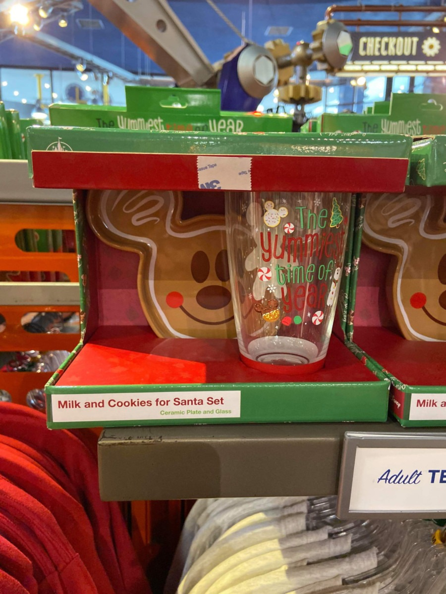 More New Holiday Spirit Jerseys and More now at WDW! #DisneyHolidays 5