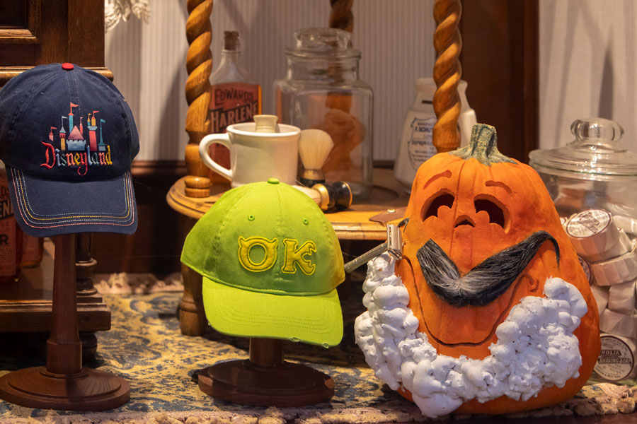 Pumpkin getting a shave in the shaving window near the Crystal Arcade entrace to the Emporium