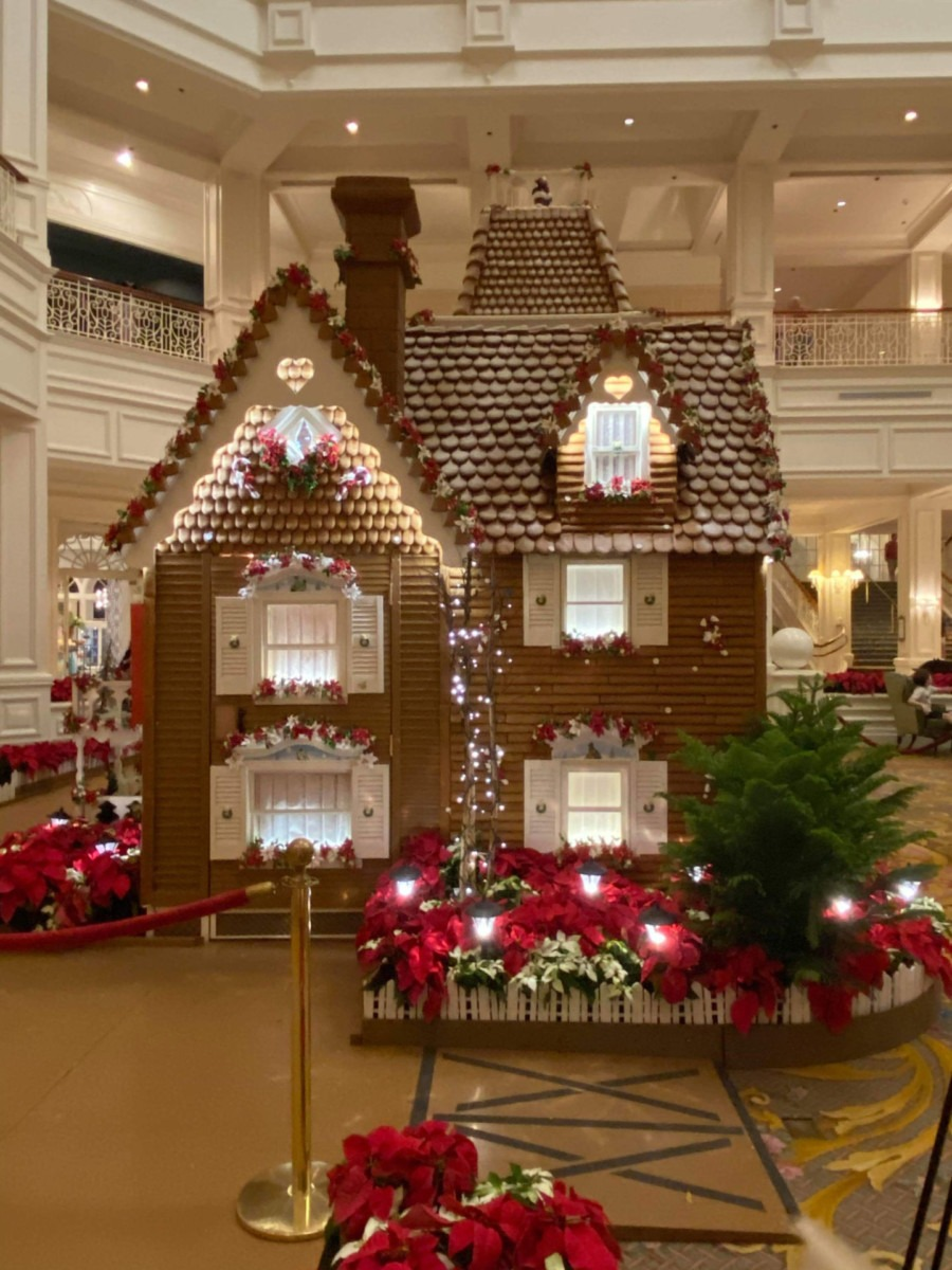 See Photos of the Gingerbread House at Disney's Grand Floridian Resort! #disneyholidays 9