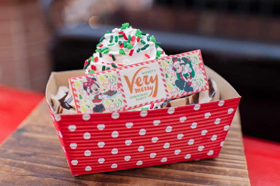 Christmas Cookie Sundae from Auntie Gravity's Galactic Goodies for Mickey's Very Merry Christmas Party at Magic Kingdom Park