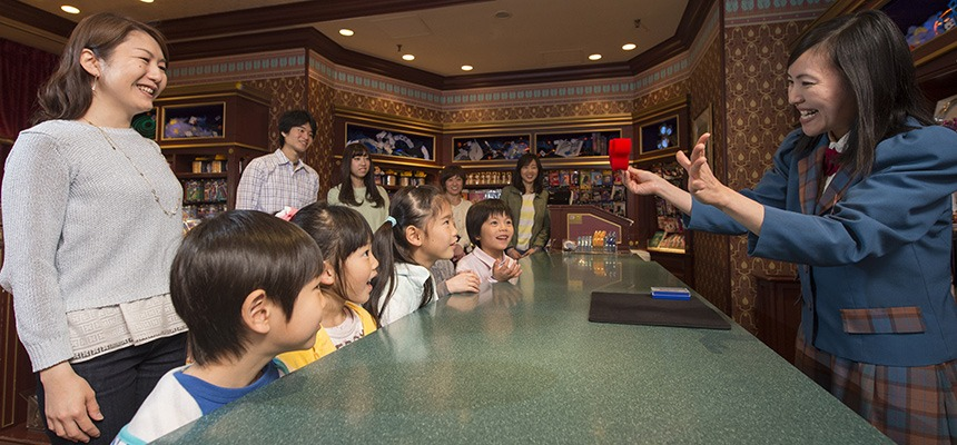Demonstrations and illusions always draw an appreciative audience in the Magic Shop at Tokyo Disneyland. © Disney
