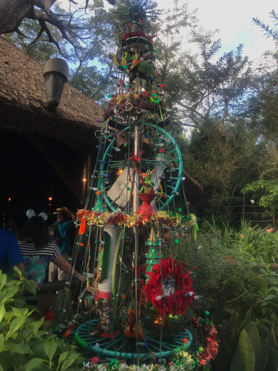 Christmas Pics from Animal Kingdom! #disneyholidays 6