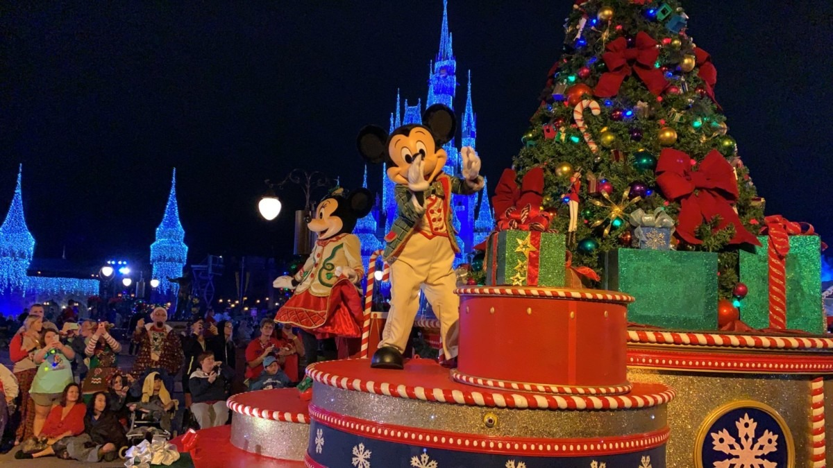 Photos from Mickey's Very Merry Christmas Party! #DisneyHolidays 8