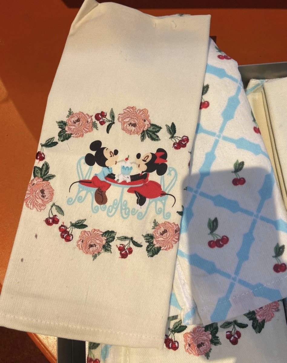 New Retro Mickey and Minnie Merch for Your Kitchen! 8