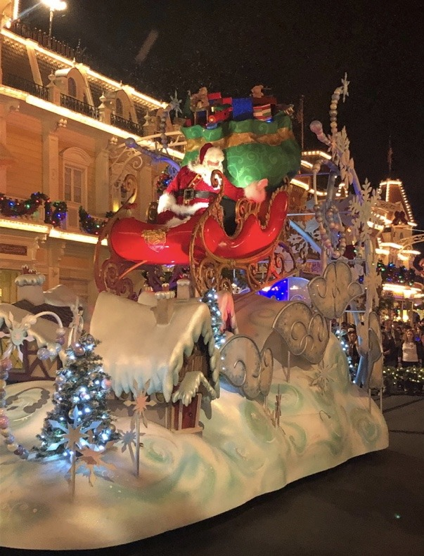 An Unapologetic Fan's View of Mickey's Very Merry Christmas Party 7
