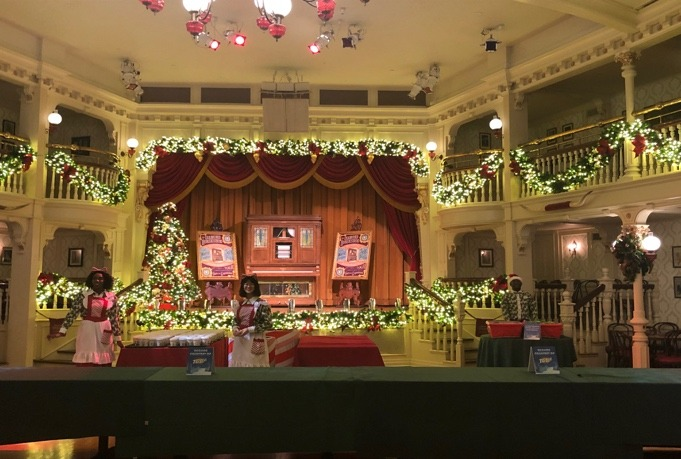 An Unapologetic Fan's View of Mickey's Very Merry Christmas Party 3