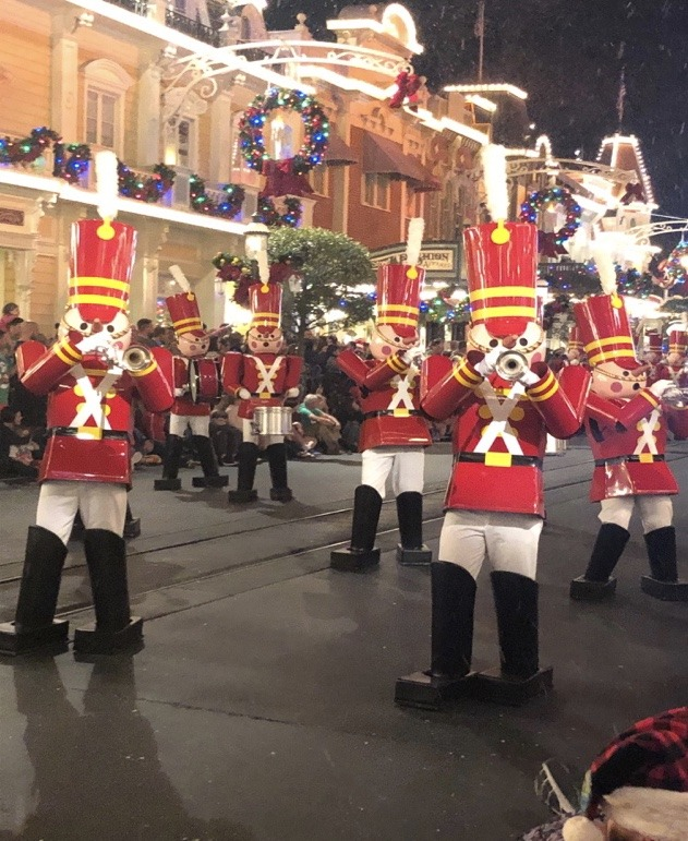 An Unapologetic Fan's View of Mickey's Very Merry Christmas Party 1