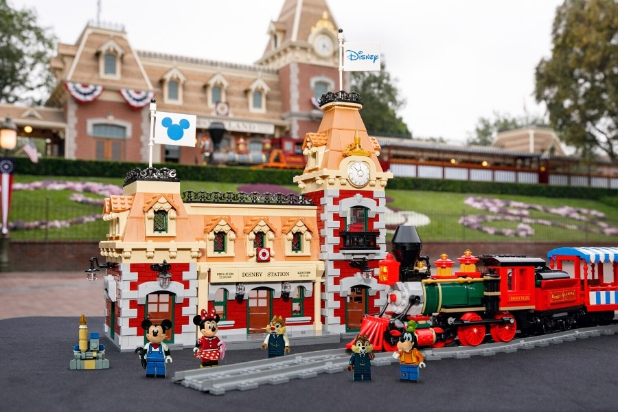 LEGO Disneyland Train set