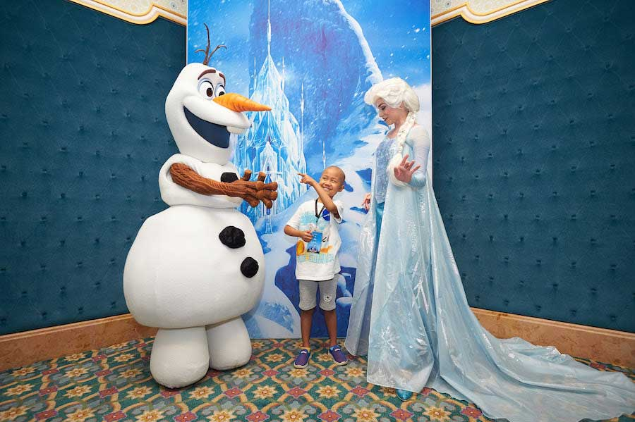 Yuanbao With Olaf and Elsa