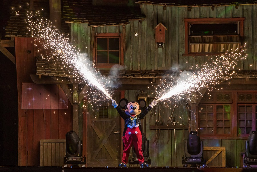 "Mickey Mouse in ""Fantasmic!"""