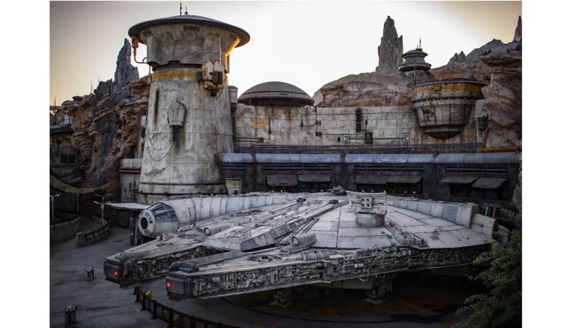 """Disneyland Guests Unlock Secret """"Chewbacca Mode"""" on Millenium Falcon Ride, and You Can Too 1"""