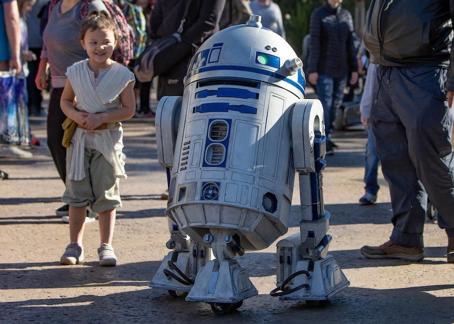 R2D2 visits Star Wars: Galaxy's Edge at Disneyland Park