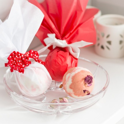 Minnie Mouse Bath Bomb Craft Idea! 1