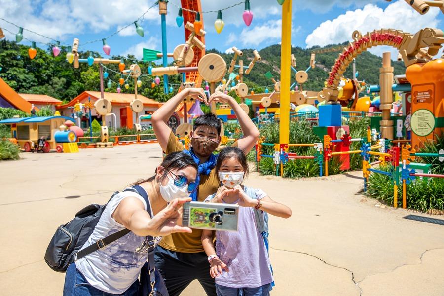 Guests take a selfie at Hong Kong Disneyland