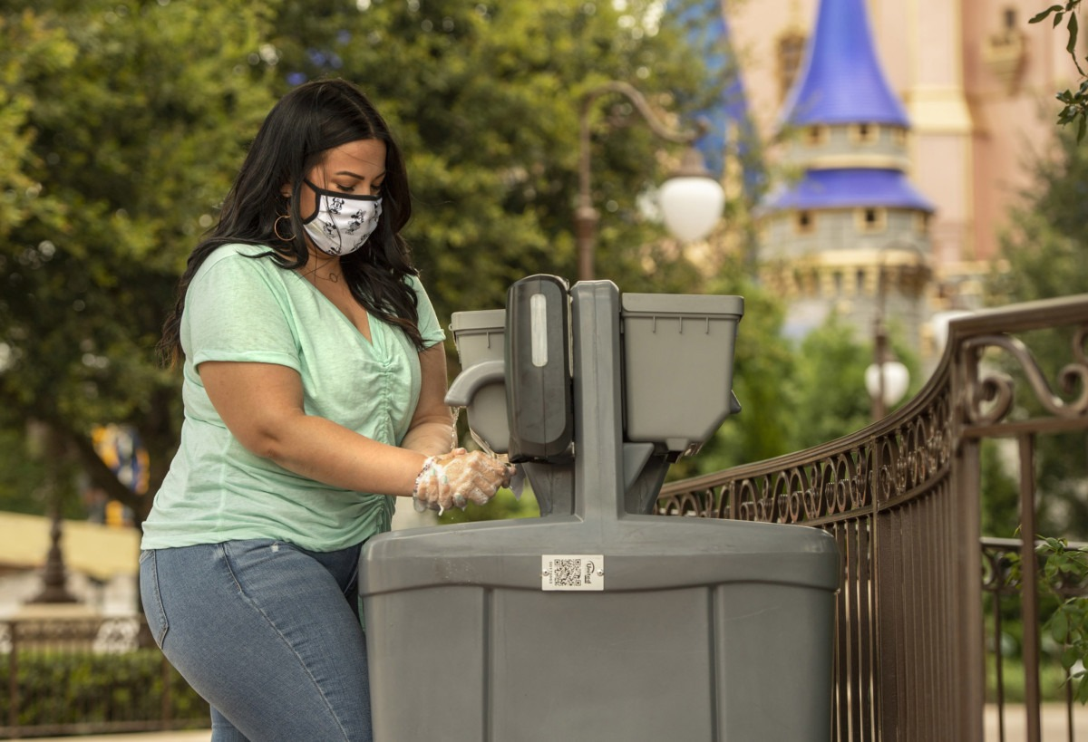 Disney World Bans Face Masks With Valves or Holes 1