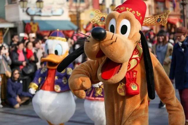 Pluto at Shanghai Disneylan