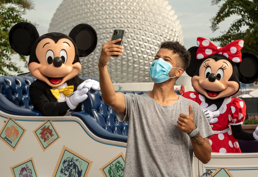 Jordan Fisher takes a selfie with Mickey Mouse and Minnie Mouse at EPCOT