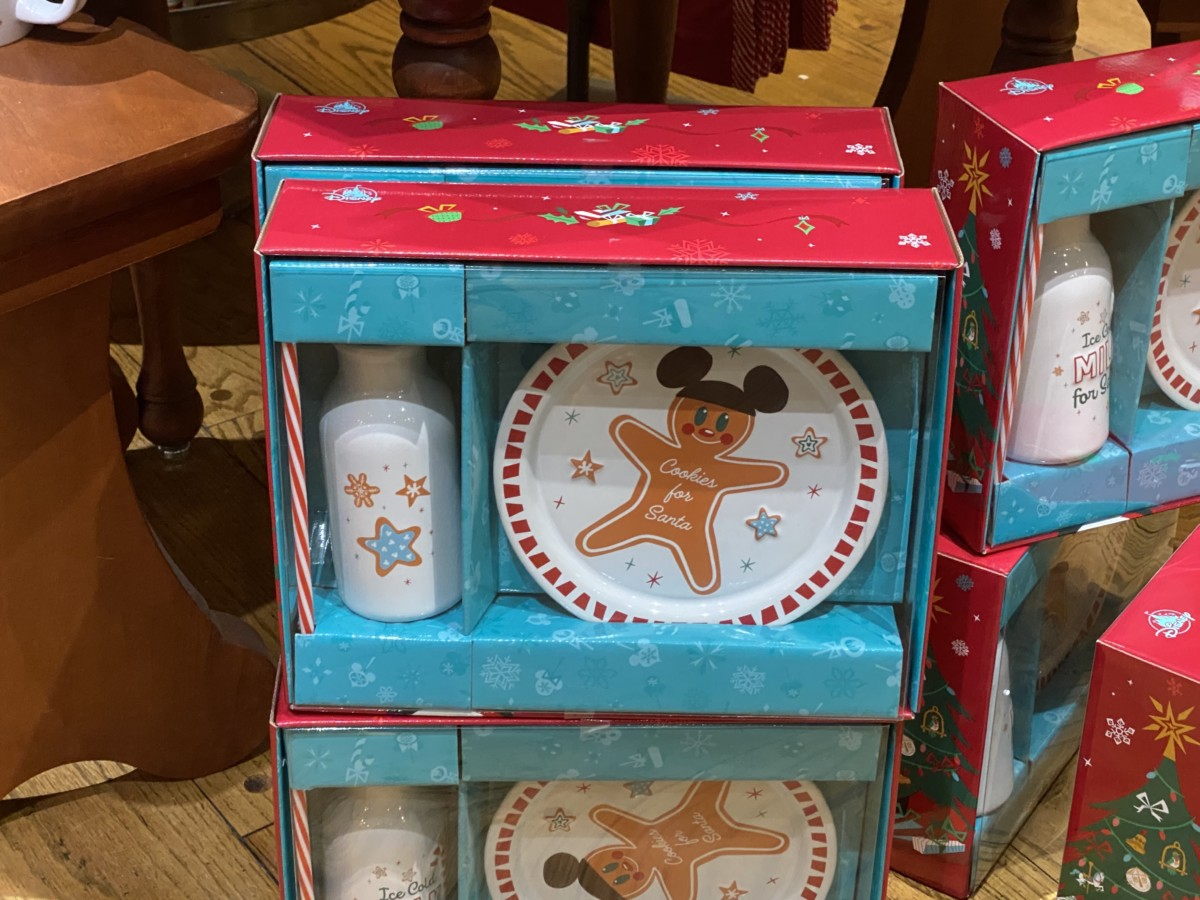 New Holiday Merchandise at Walt Disney World! 22