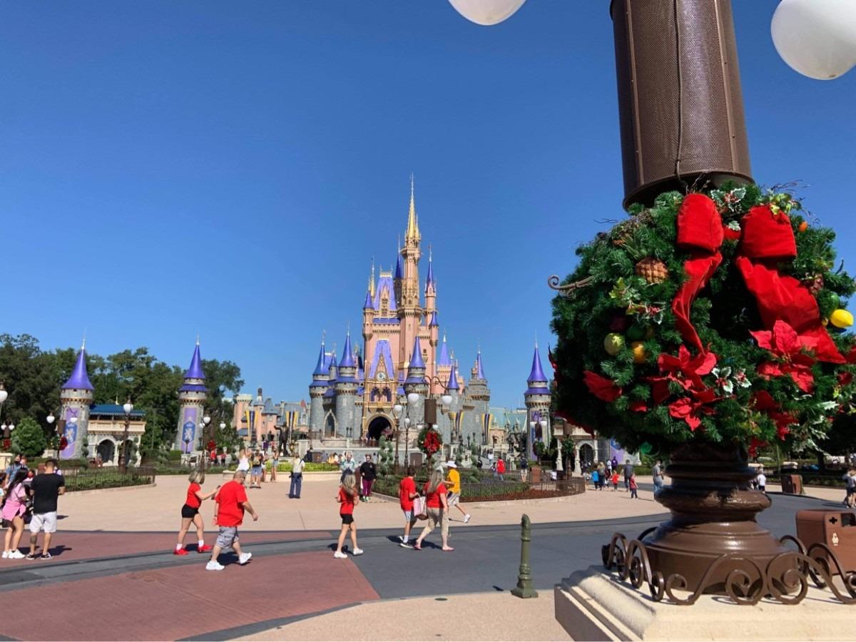 Christmas Decorations at Magic Kingdom (photos) 8
