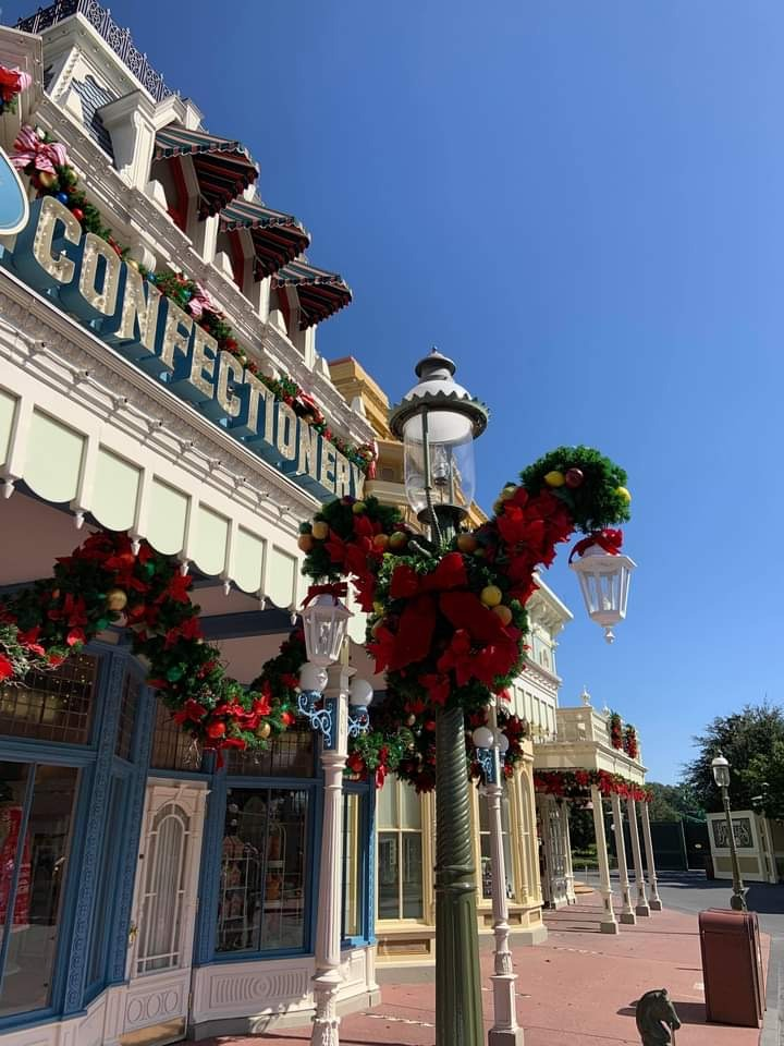 Christmas Decorations at Magic Kingdom (photos) 4