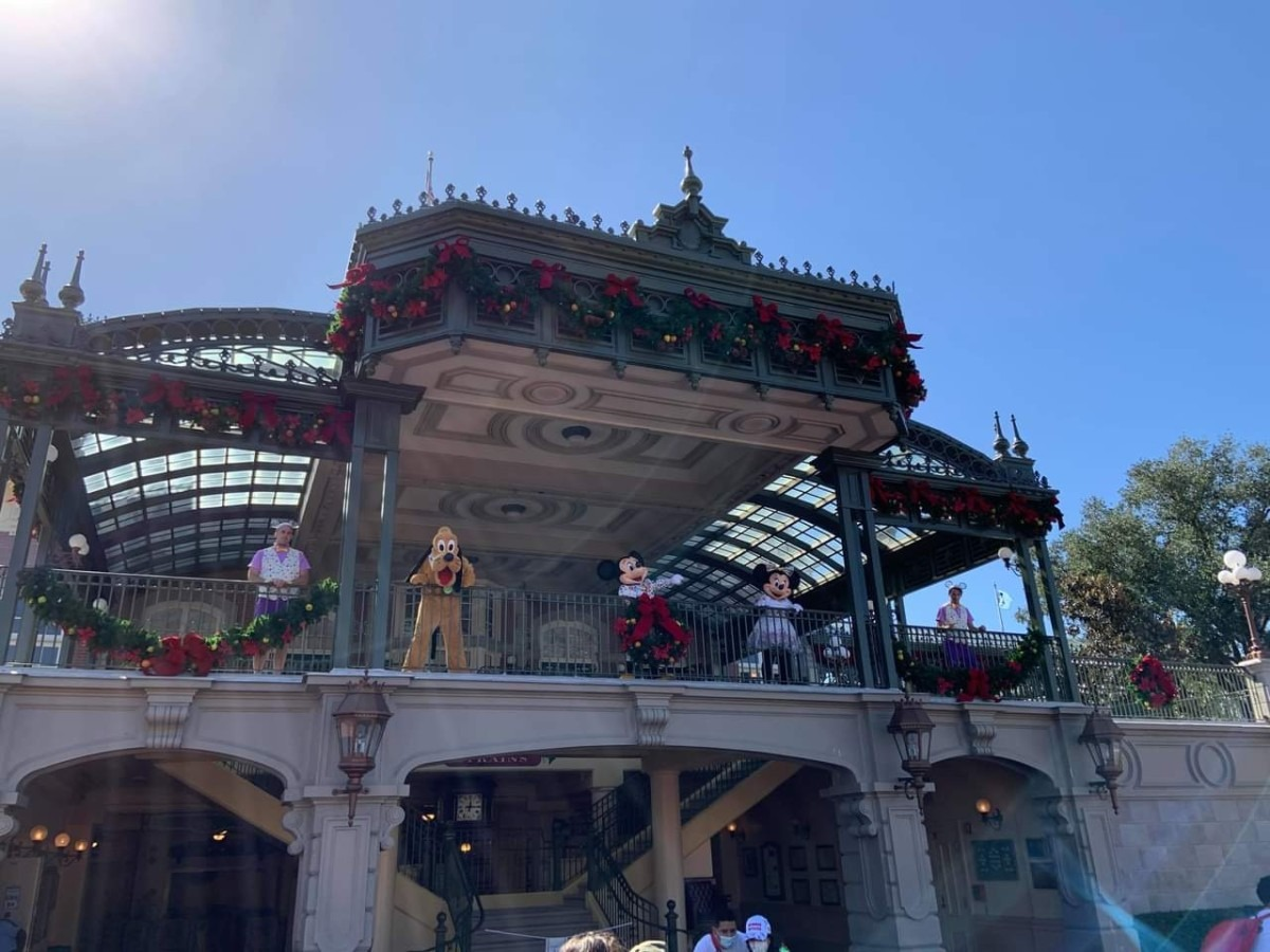 Christmas Decorations at Magic Kingdom (photos) 1