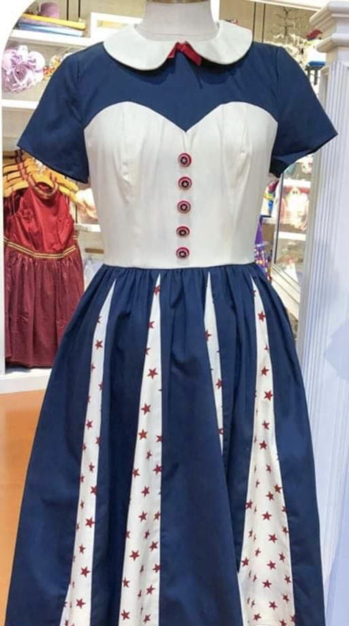 New Captain America Dress & Handbag at WDW 1
