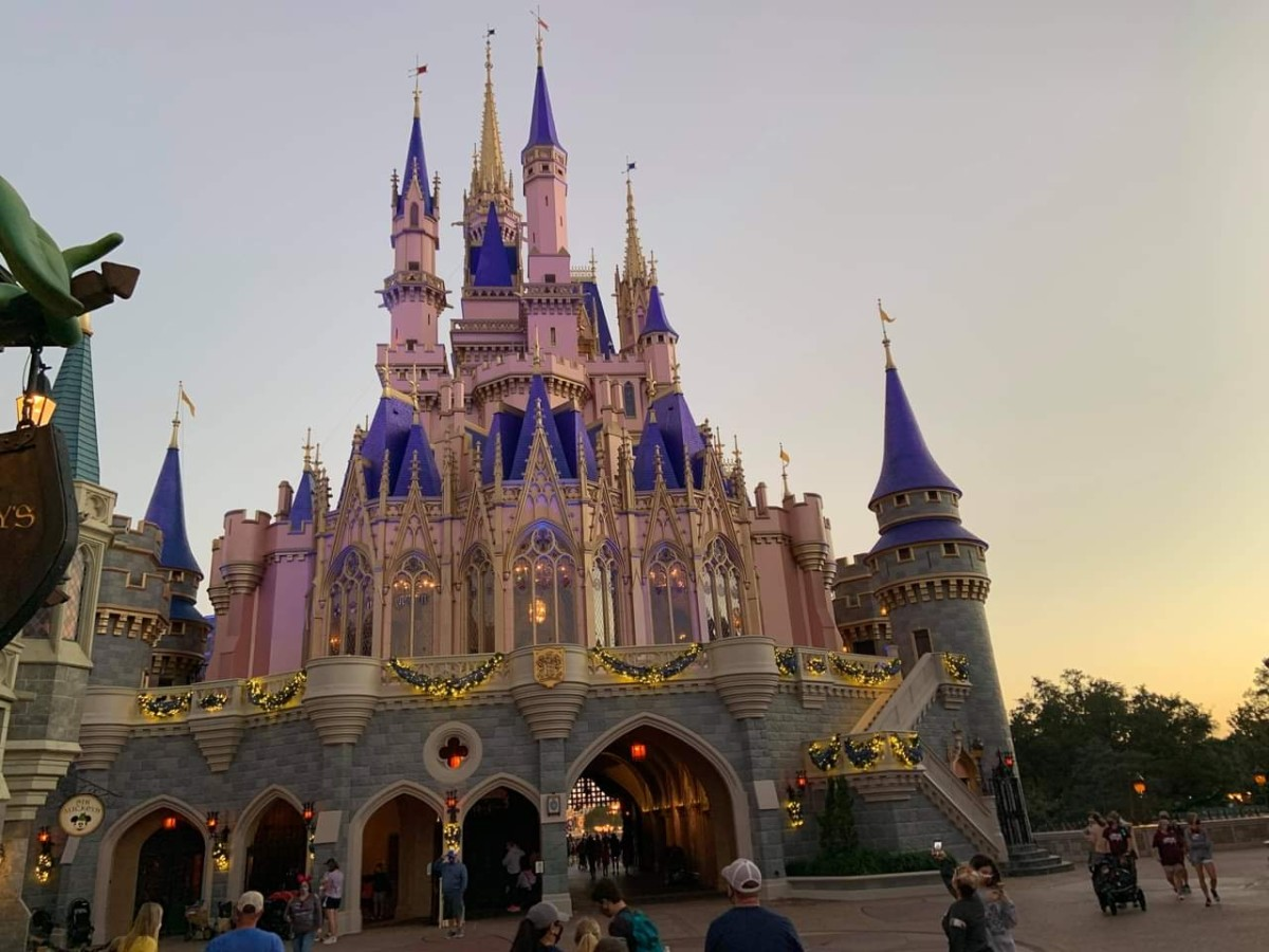 Christmas Decorations at Magic Kingdom (photos) 9