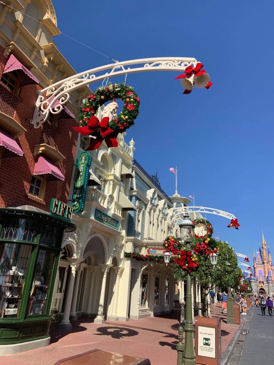 Christmas Decorations at Magic Kingdom (photos) 7