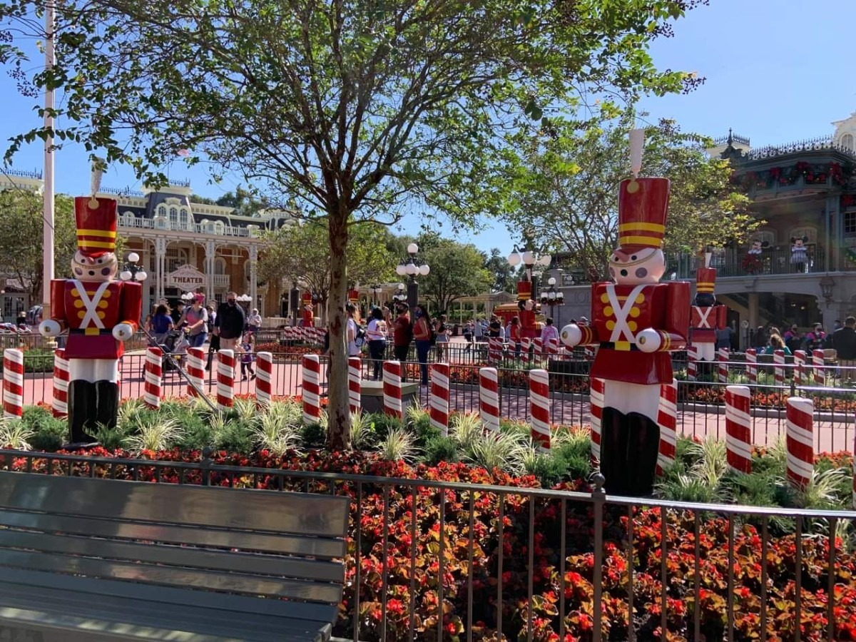 Christmas Decorations at Magic Kingdom (photos) 3